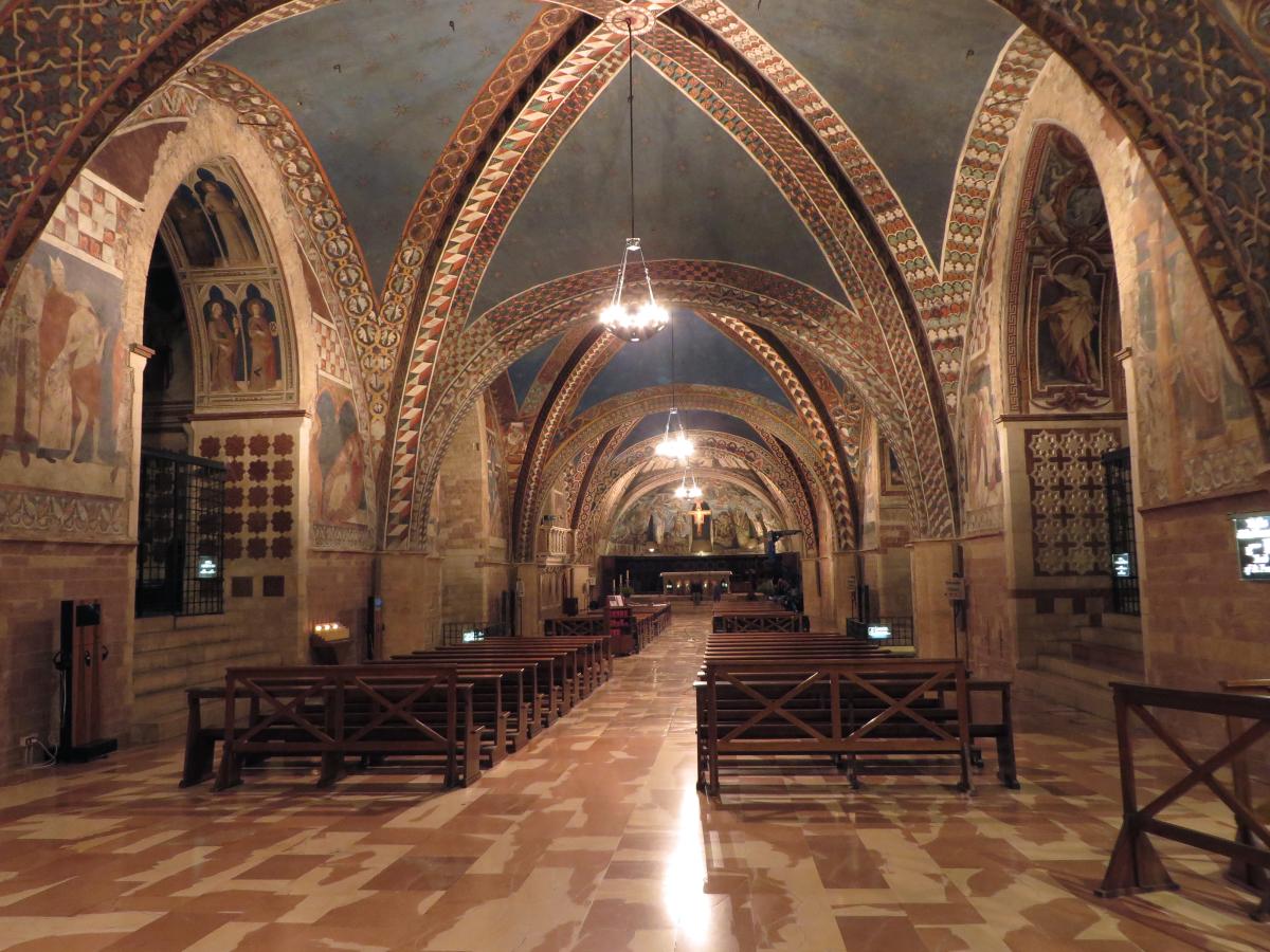 4_Basilica Inferiore - Vista della nuova illuminazione della navata