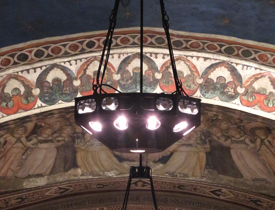 5_Basilica Inferiore - particolare dei nuovi lampadari_rid